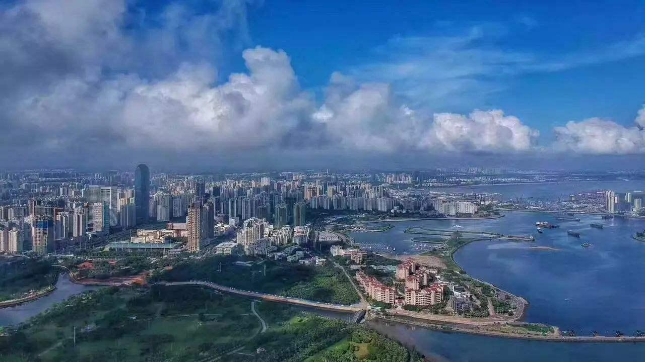 首页 会议 首页新闻  风景秀美的旅游城市海口越来越有科技感了.